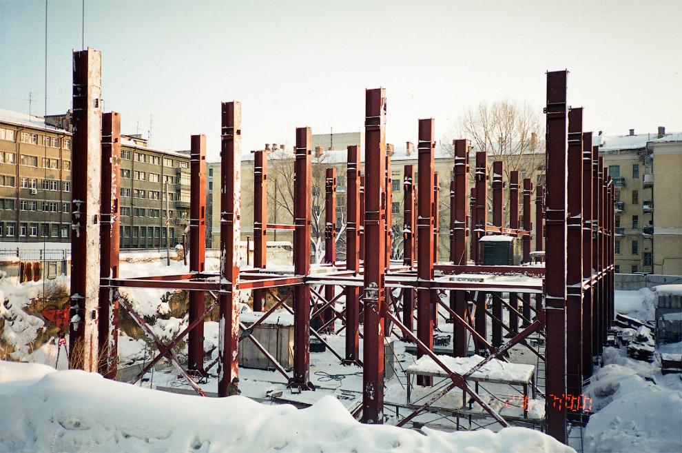 50. Май 2000 года. Строительство будущего «Бэтмена» вызвало локальный конфликт с жильцами соседнего