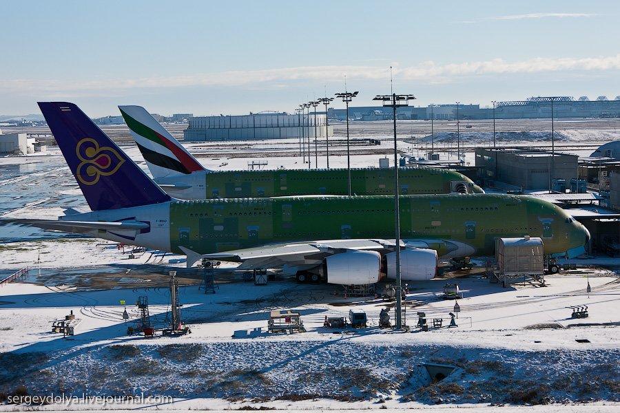 На заводе Airbus во французской Тулузе есть макет A380, с разнообразными вариантами салона от бюджет
