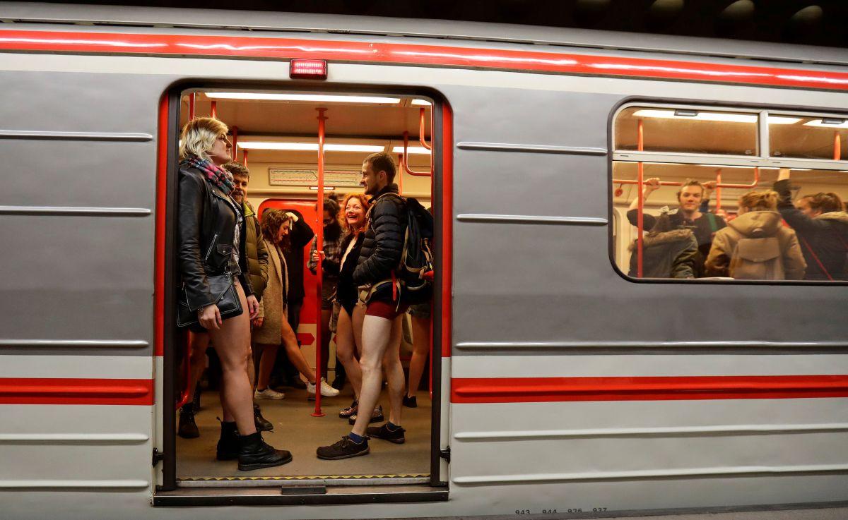 Поезд метро в Чехии.