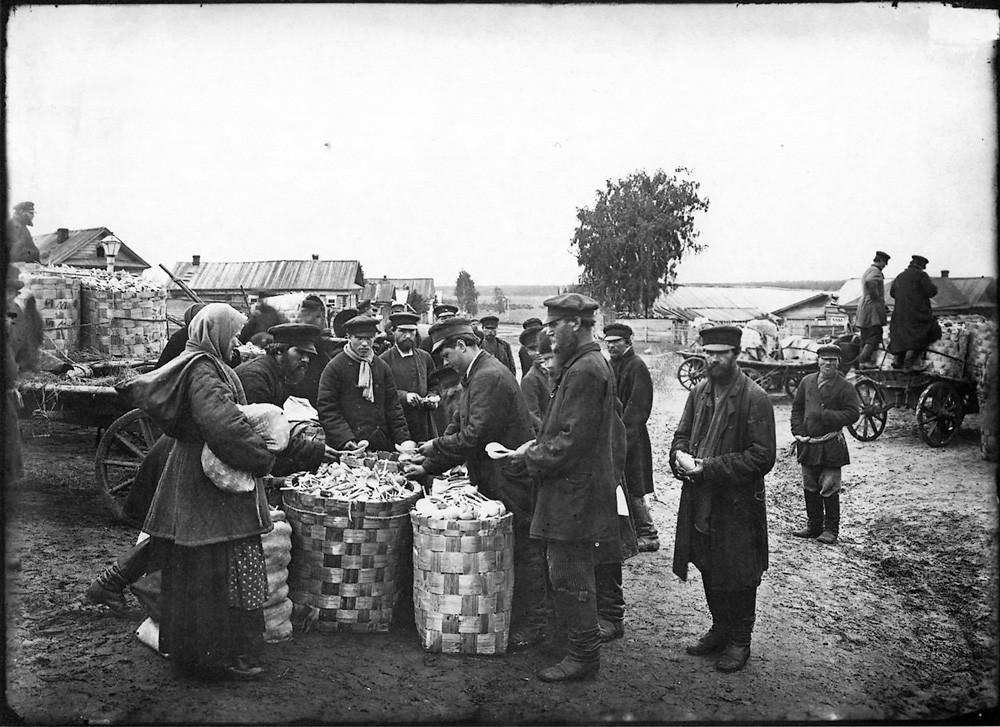 28. Ложкарный базар в городе Семенове. 1897 г. Негатив 18×24см.