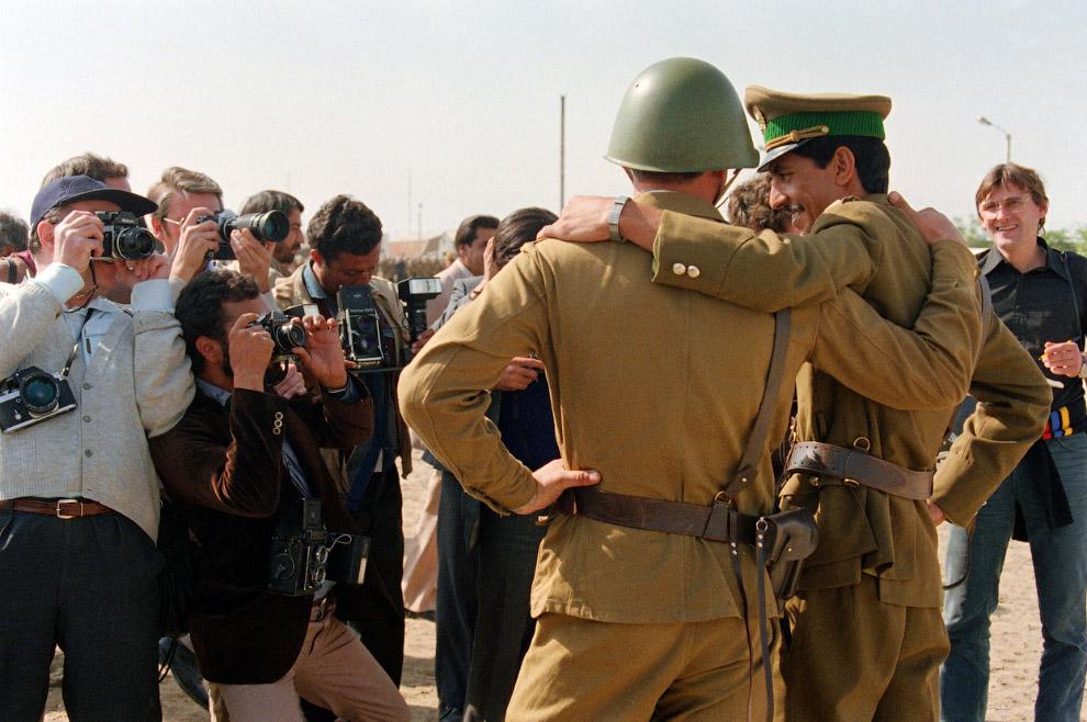 26. Начало вывода советских войск из Афганистана, май 1988 года. (Фото Douglas E. Curran | AFP | Get