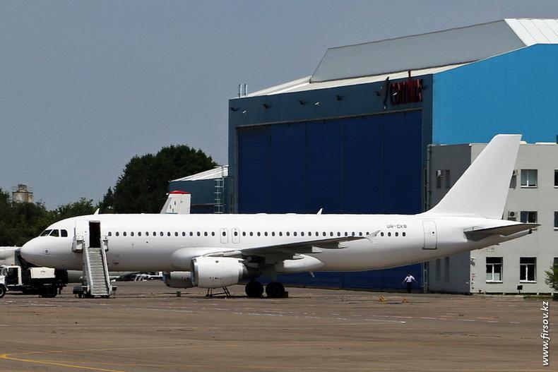 A-320_UR-CKR_LukAero_Almaty_zps63c32a5c.JPG