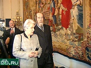 20001213-Александр Солженицын считает сейчас неуместным принятие госсимволики России~3-48938_20001213212345