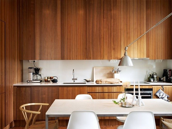 Wood also looks gorgeous and does wonders for a kitchen's aesthetic when you're going for a rustic t