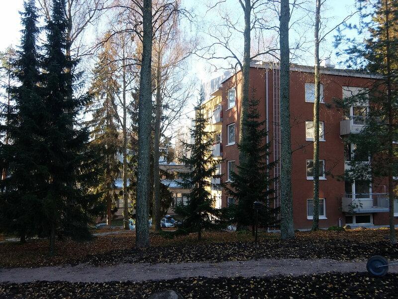 Эспоо - Жилый дома и деревья