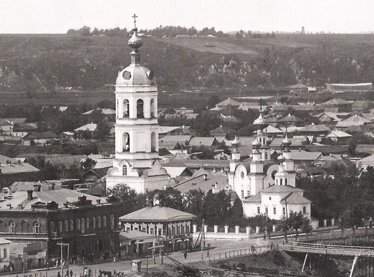 Вид на Успенскую церковь. Улицы Киттарская и Мининская