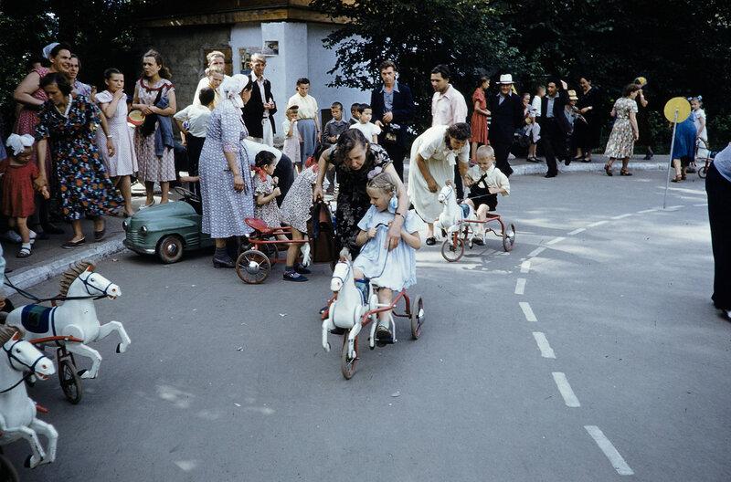 1959 Детские бега в Москве. Harrison Forman.jpg
