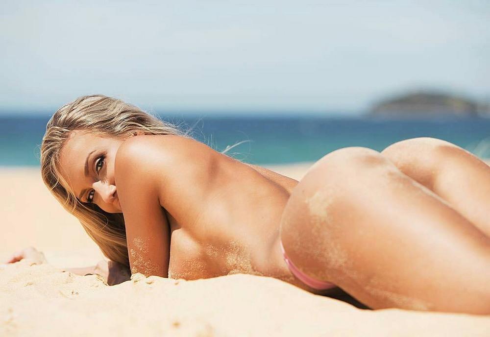 Девушки в песочке