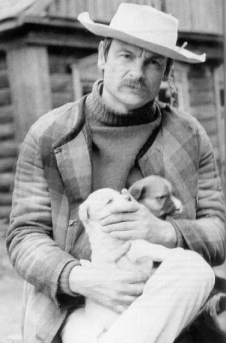 Андрей Тарковский во время съемок кинокартины «Зеркало» в 1975 году.   Портретный снимок