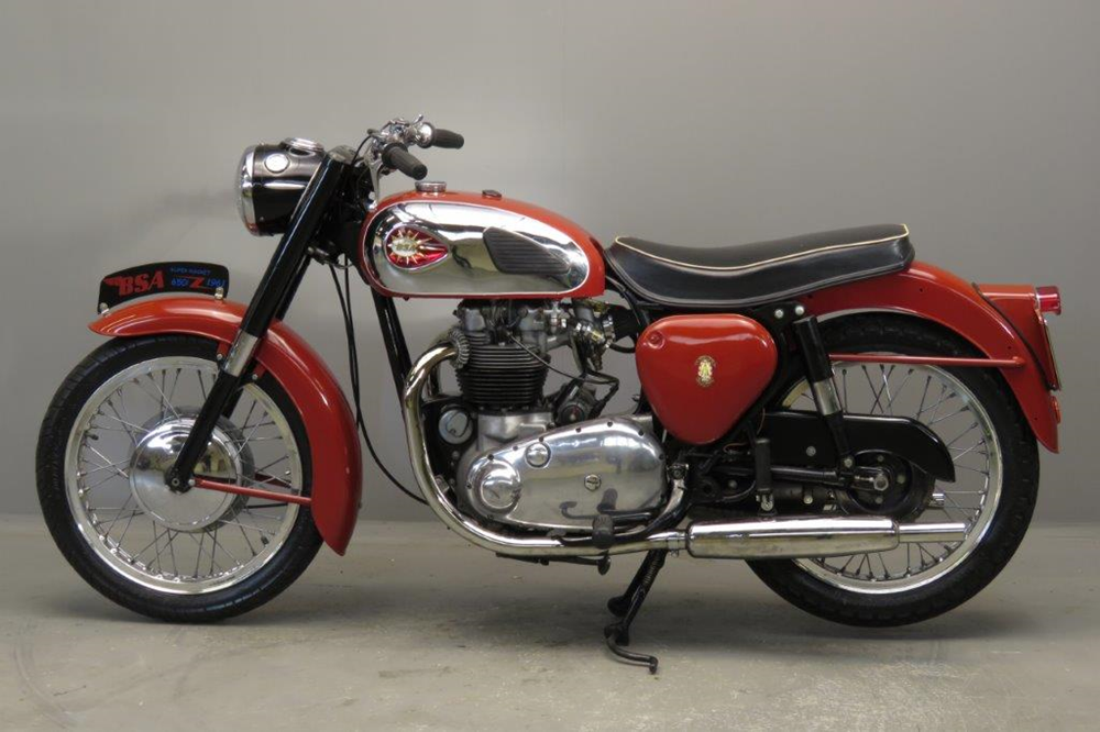 Старинный мотоцикл BSA A10 Super Rocket 1961