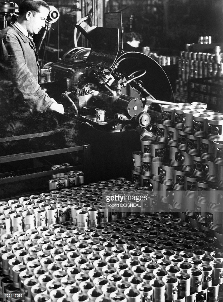 1960. Производство поршней на заводе Рено