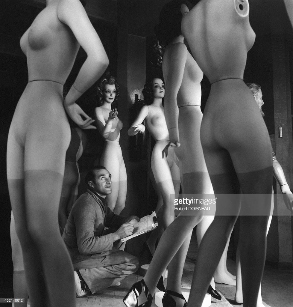 1945. Пьер Иманс в своей студии