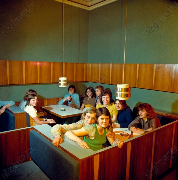 Gruppe Jugendlicher in Diskothek/Foto - - Sociйtй / Adolescents.