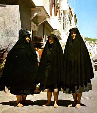 A048_Nazare_widows.jpg