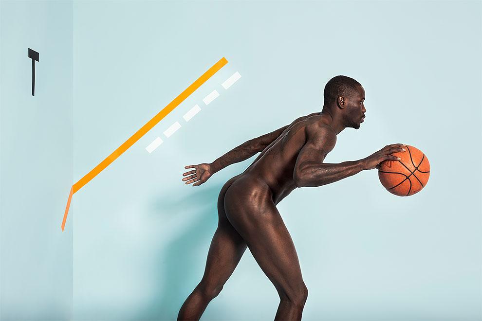 Благотворительный календарь с обнаженными спортсменами