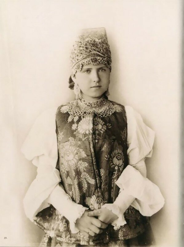 0 17a7e4 15b298e1 XL - Девушки в древних славянских костюмах на старинных фотографиях