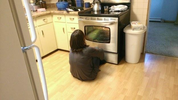 Кажется, это ее первая духовка с окошком.