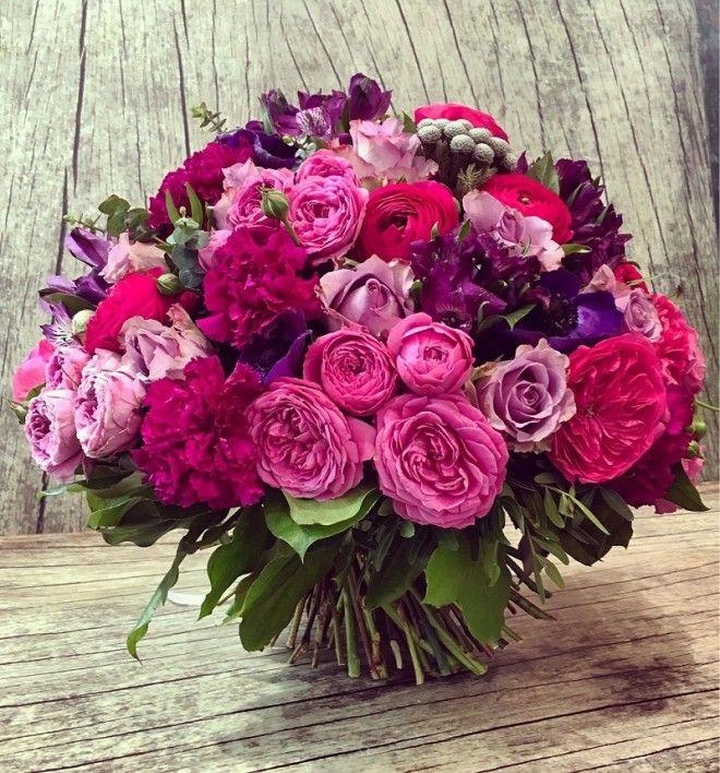 Сколько цветов можно дарить Одни люди считают, что живым можно дарить только нечетное количество цве