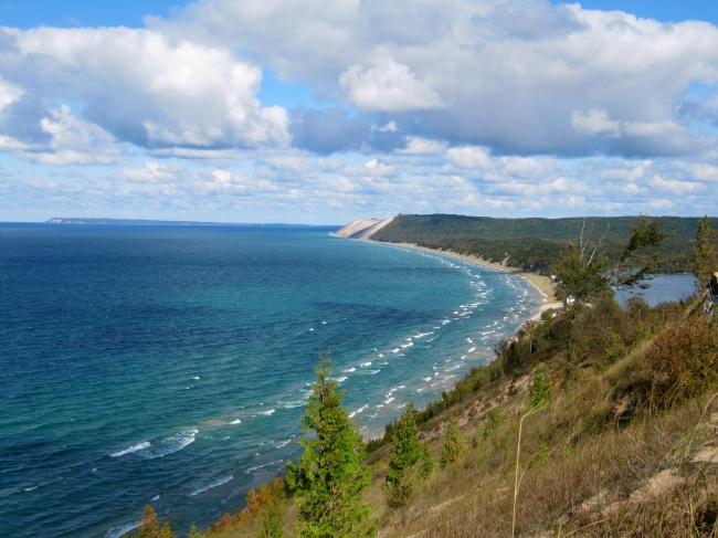 © Wikimedia Commons  Напервый взгляд озеро выглядит чарующе привлекательным. Приятный цвет во