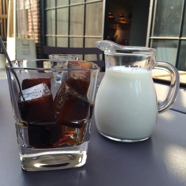 © imzarahh / pixabay  Рецептов холодных кофейных напитков много . Ноесть исовсем простые вар