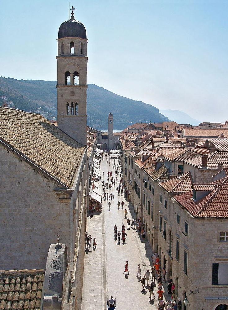 В Дубровнике снимали и знаменитую прогулку позора Серсеи Ланнистер. Исполнительница роли шла по глав