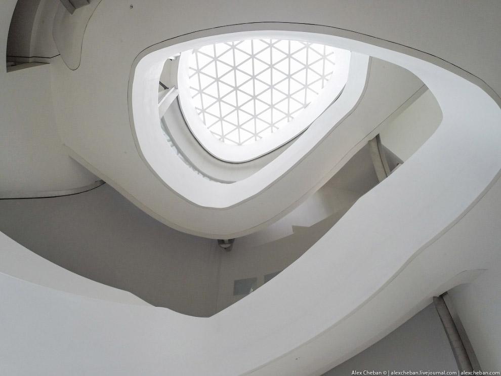 17. Вход в мечеть на втором этаже: