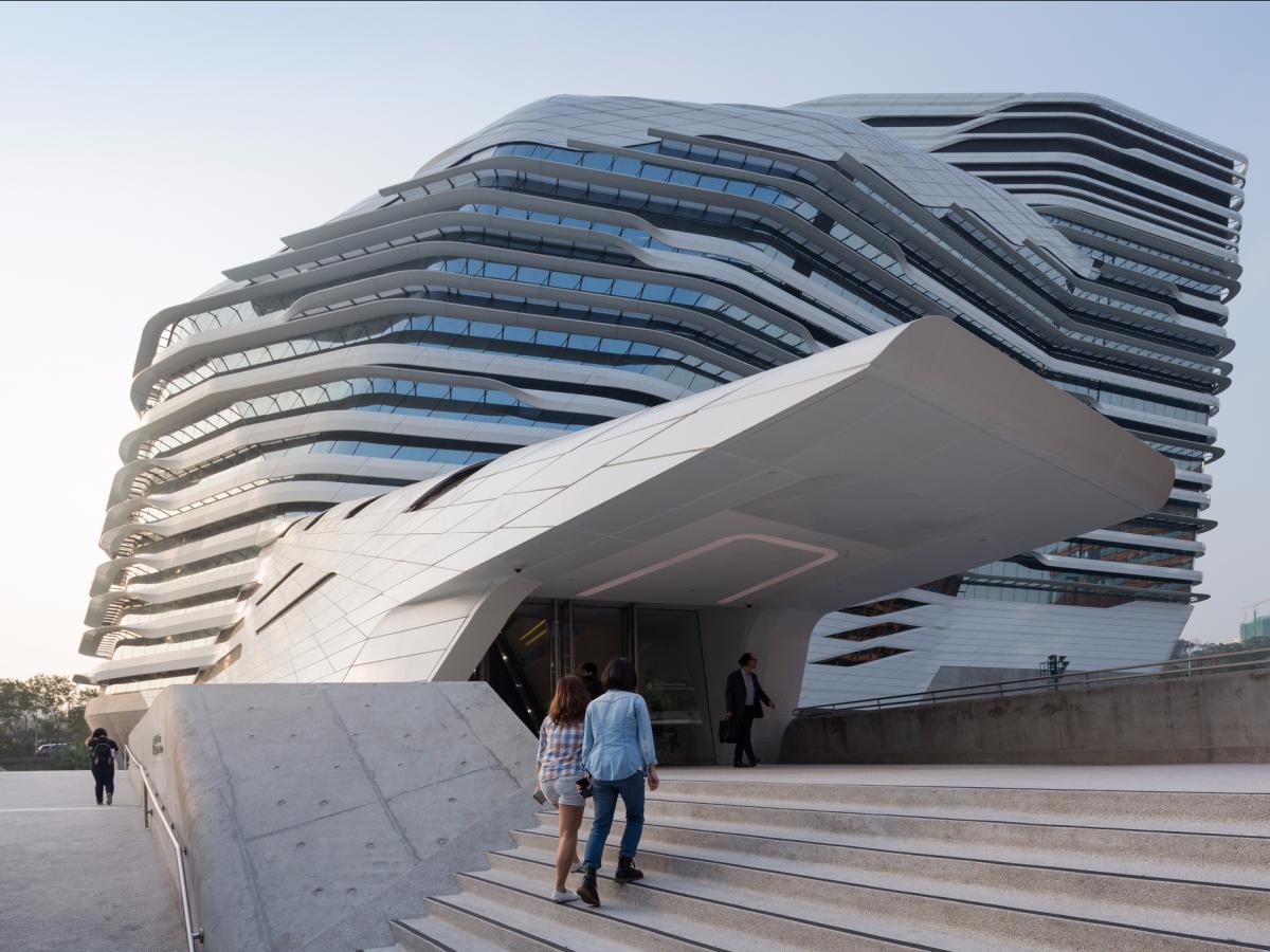 Гонконгский политехнический университет — творение покойной Захи Хадид .