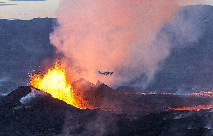 Извержение вулкана Баурдарбунга в Исландии (15 фото)