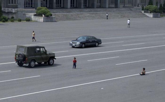 Машины стали появляться на дорогах только в последние годы, да и то их очень мало. Дети до сих пор и