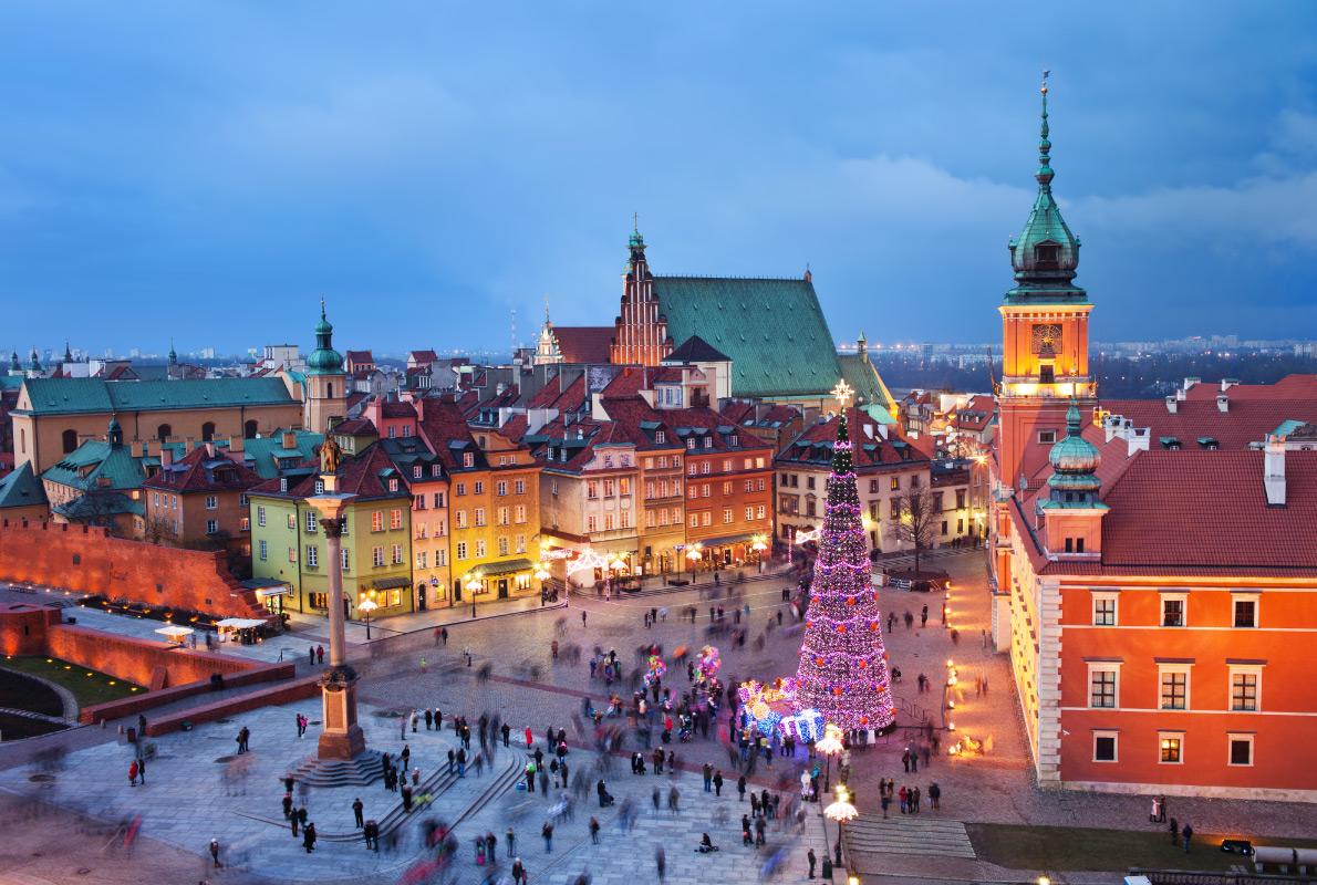 Местная ярмарка находится к западу от Старого города.     Брашов, Румыния. 6 декабря — 6