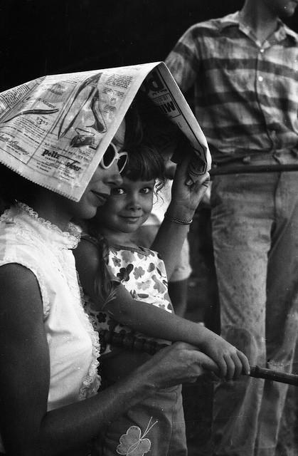 Мать идочь нарыбалке, 1962.    25. Уних были свои игры, окоторых неслышали современ