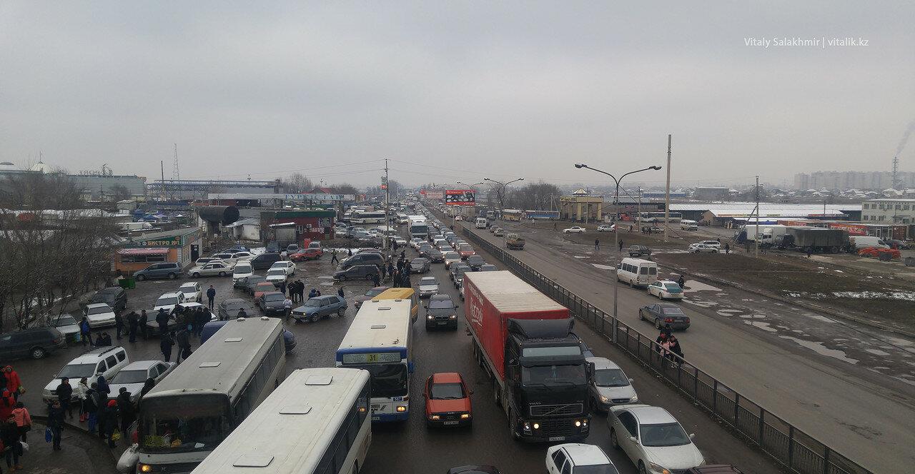 Пробка возле Алтын Орды - дорога до Ташкента