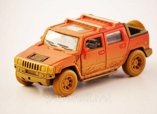 Kinsmart Hummer в пыли
