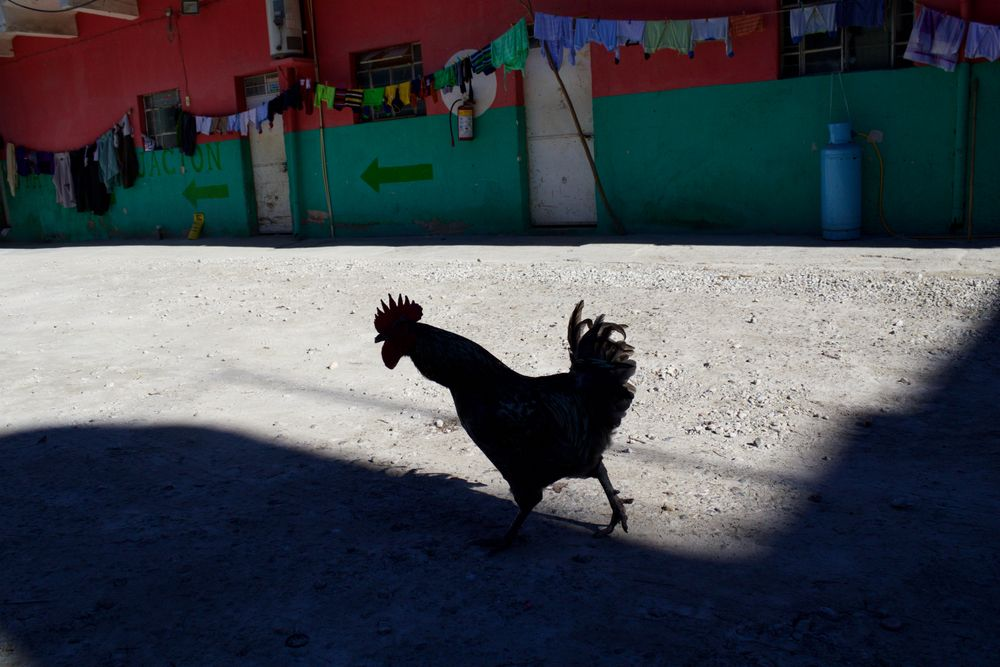 Mexico Street Photography by Santiago Belaunzaran