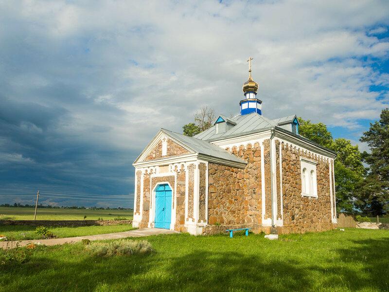 Придорожная Покровская церковь.