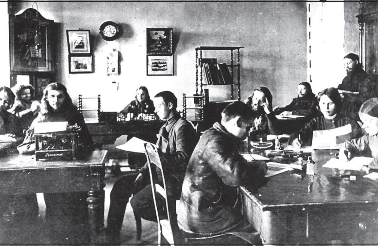 Служащие канцелярии Белогорского монастыря