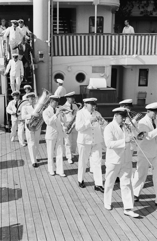 Корабельный оркестр на террасе