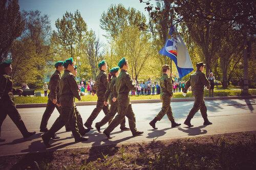 Парад ко Дню Победы среди школ 2-го квартала Тольятти