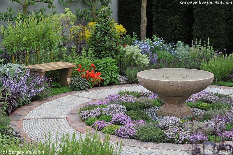 A modern Apothecary Garden (7).jpg
