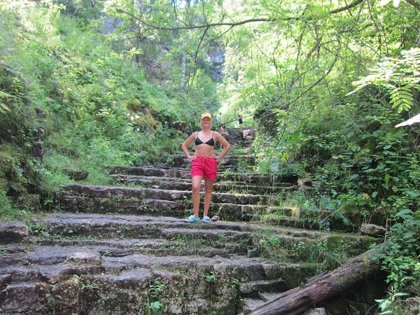 Лестницы насухих водопадах реки Ай