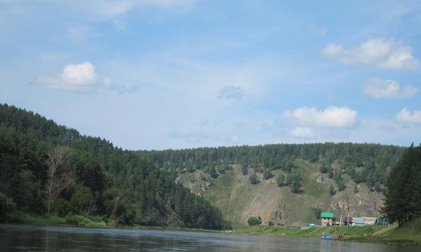 Деревня Кульметово наберегу реки Ай