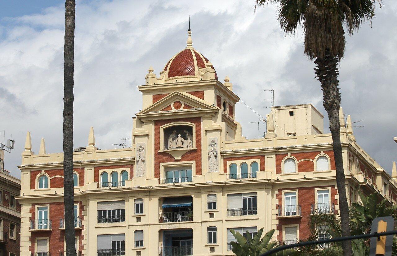 Малага. Морская площадь (Plaza de la Marina). Здание банка Unicaja