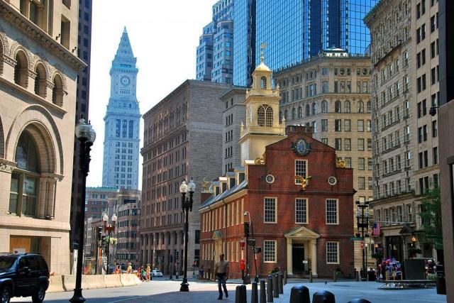 17. Бостон, старое здание парламента Это здание было возведено в 1713 году и до 1798 в нем находилос
