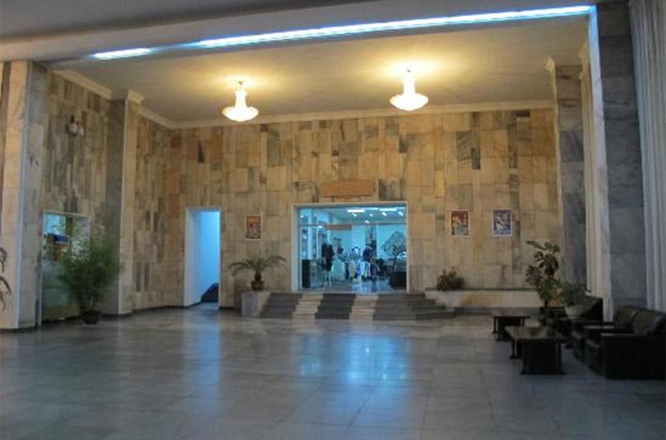 В 1990-х годах европейская делегация проинспектировала здание и заключила, что каркас не подлежит ре