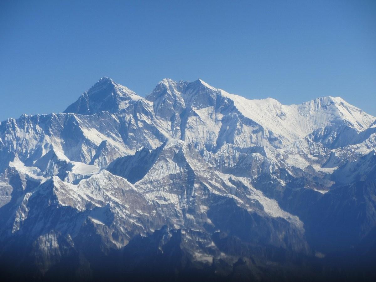 89. Вдохните свежего воздуха на горе Эверест в Гималаях.
