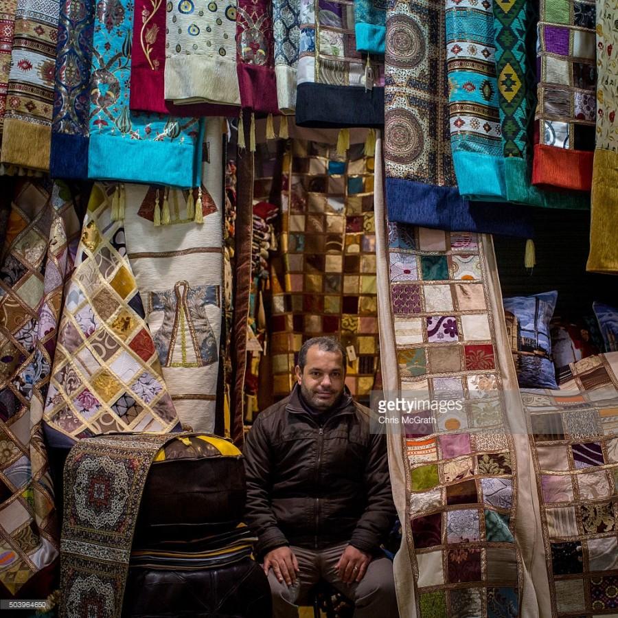 11. Магазин Ясина Кизилкая продает традиционные ковры и ткани и является одним из многих мест, где п
