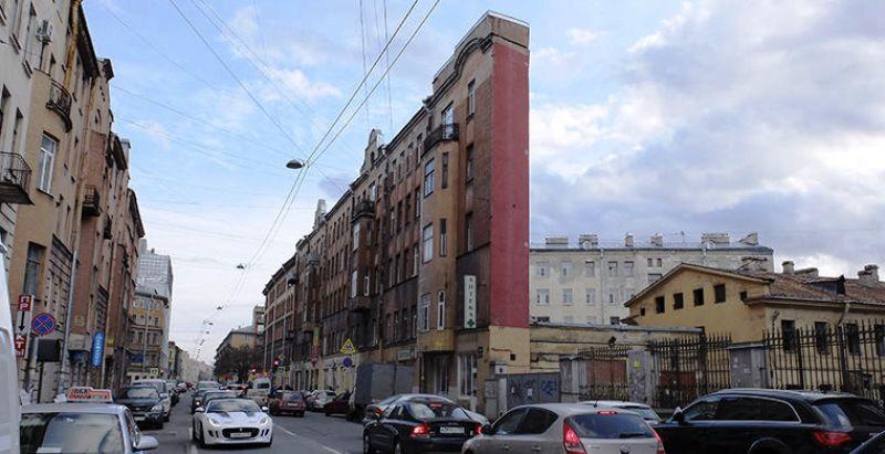 6. Дом-стена в Санкт-Петербурге Дом-стена на улице Боровой в Санкт-Петербурге с определенного ракурс