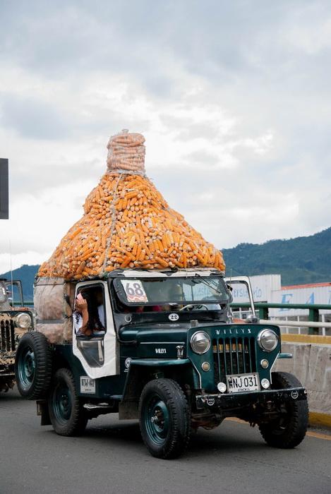 3. Виллис, нагруженный початками кукурузы Основными фаворитами зрителей были и остаются джипы-тяжело