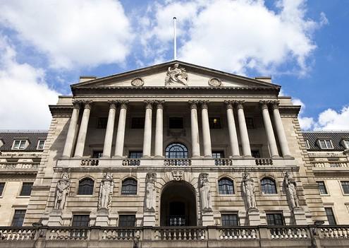 Банк Британии сохранил базовую ставку нарекордно низком уровне