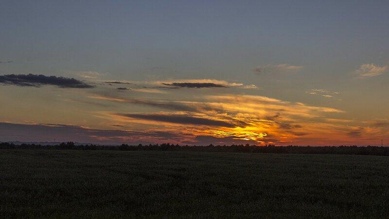 Закат: солнце скрывается за облаками. Холм у деревни Нижние булдаки